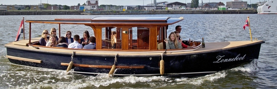 Canal boat Zonneboot Amsterdam